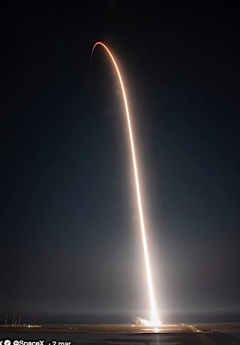 SpaceX Crew Dragon Launch and ISS Docking in Pictures ... | 469 x 675 jpeg 31kB