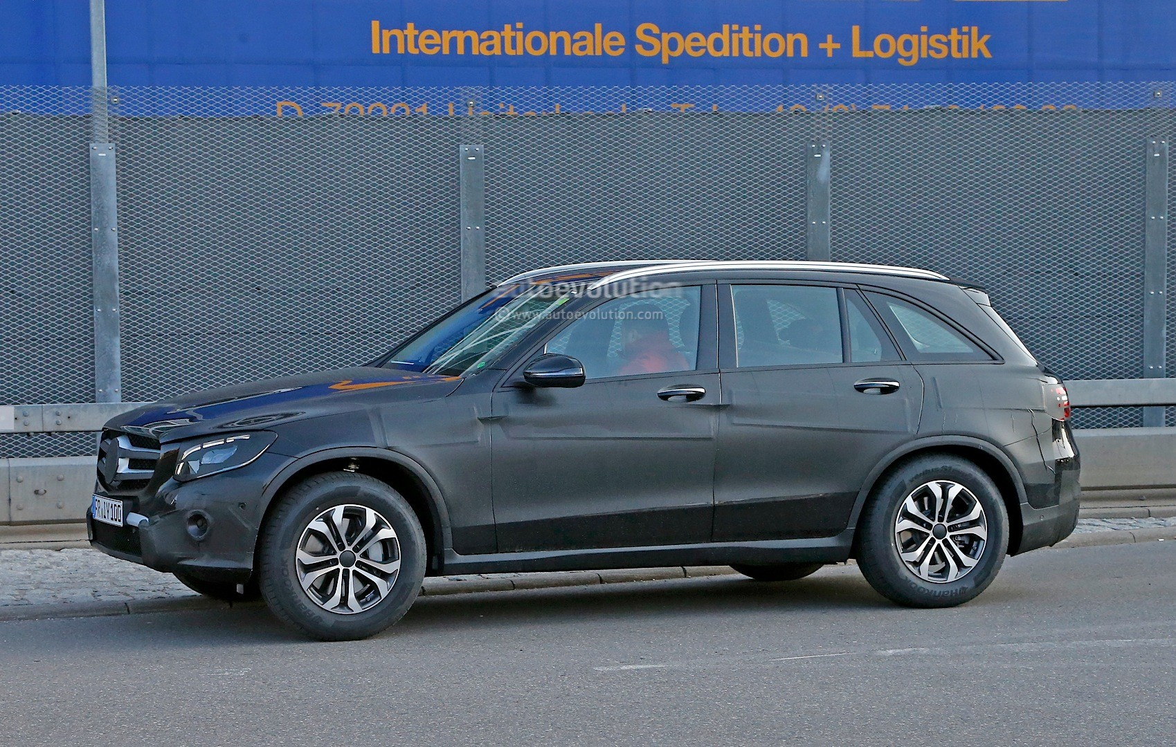 spyshots 2016 mercedes benz glc could be bigger than original ml will debut on june 17th. Black Bedroom Furniture Sets. Home Design Ideas