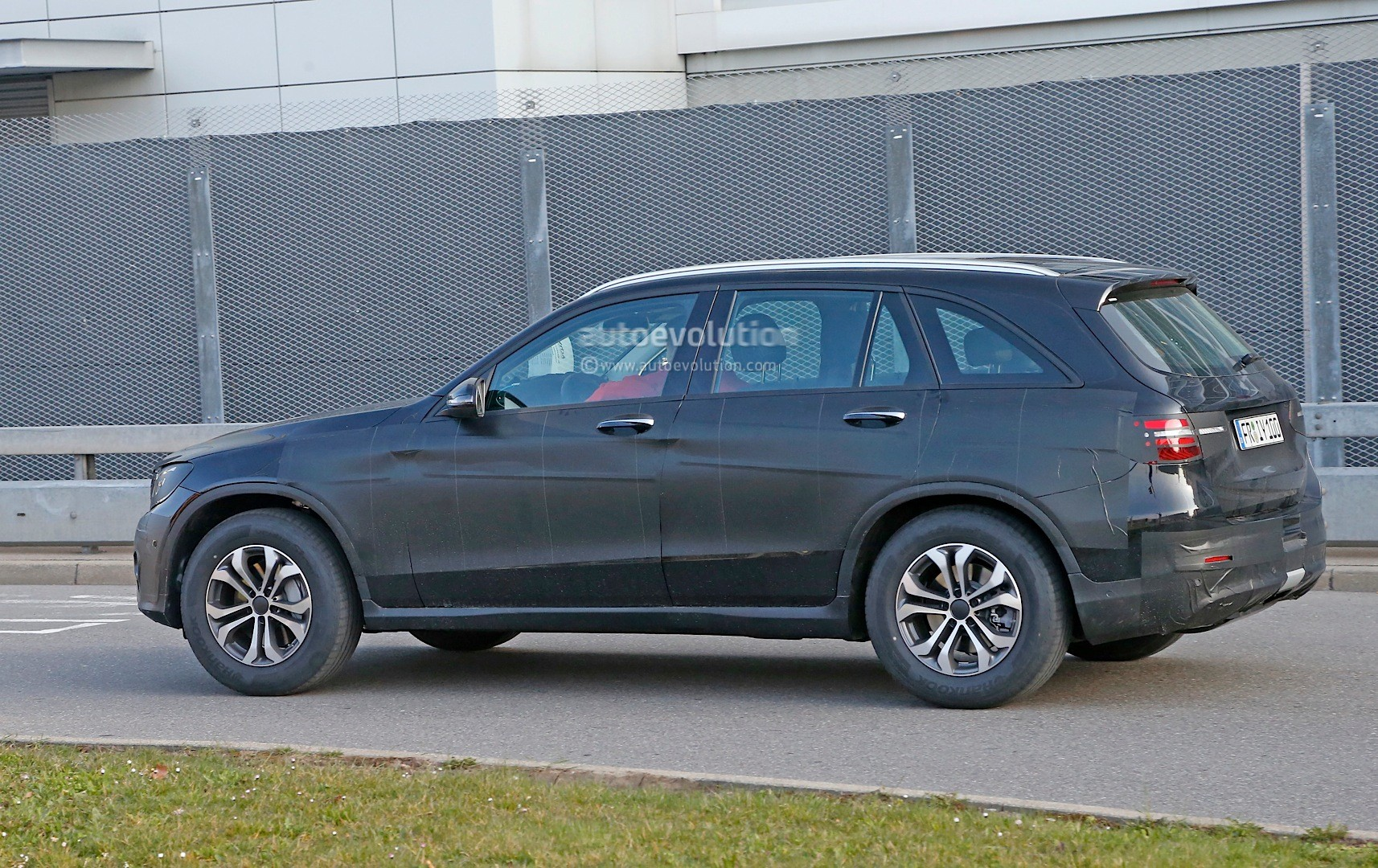 Spyshots 2016 mercedes benz glc could be bigger than for 2016 mercedes benz glc class