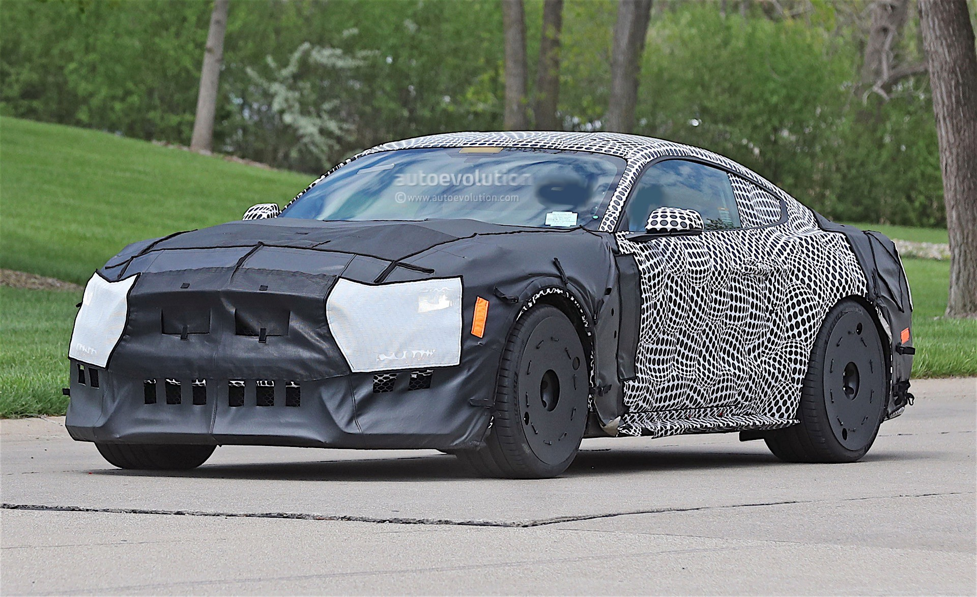 2019 ford mustang gt500 spied in detroit with massive tires autoevolution. Black Bedroom Furniture Sets. Home Design Ideas