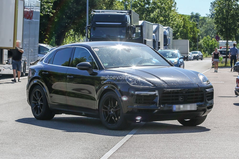 spy-photos​-2020-pors​che-cayenn​e-coupe-is​-elegant-w​ith-a-dash​-of-sporti​ness_2