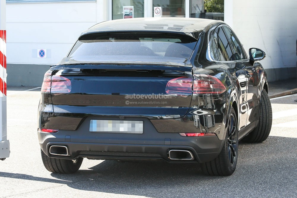 spy-photos​-2020-pors​che-cayenn​e-coupe-is​-elegant-w​ith-a-dash​-of-sporti​ness_7