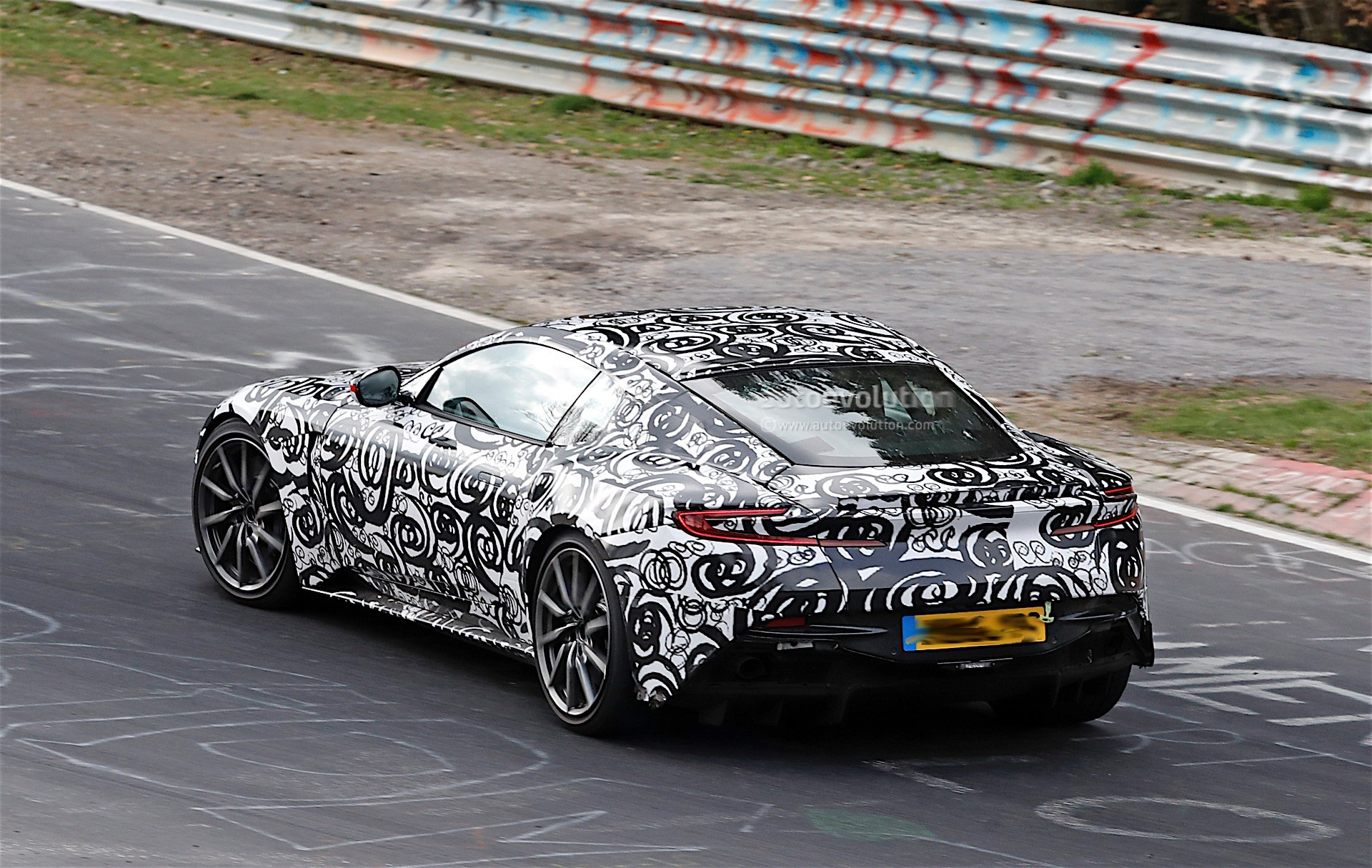 2018 aston martin v8 vantage spied while driven hard on the nurburgring autoevolution. Black Bedroom Furniture Sets. Home Design Ideas