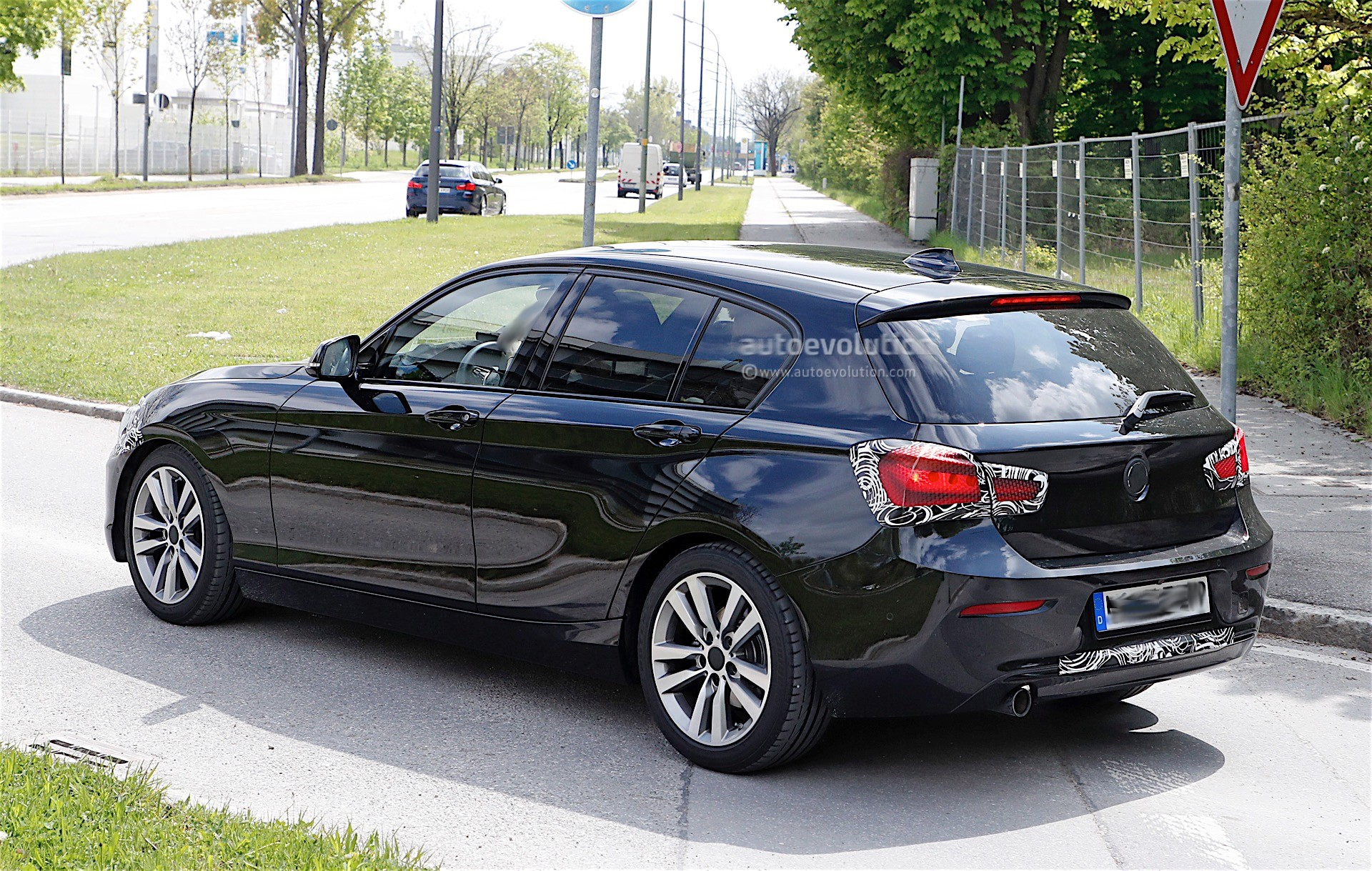 2018 bmw 1 series facelift spied again expect to see it revealed soon autoevolution. Black Bedroom Furniture Sets. Home Design Ideas