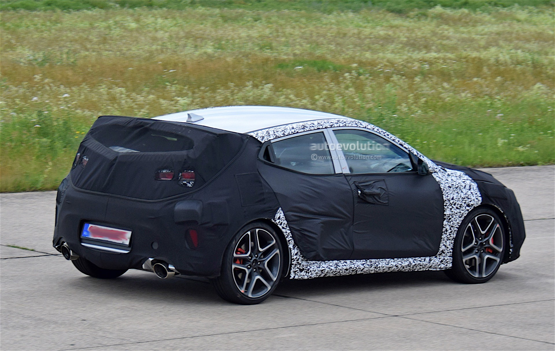 Hyundai Rm16 >> Hyundai Veloster N Spied For the First Time, Looks Down ...