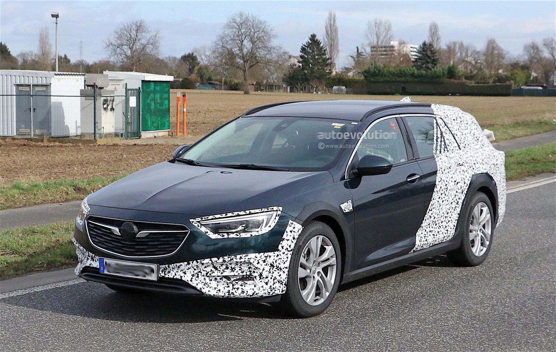 2018 opel insignia country tourer spied for the first time autoevolution. Black Bedroom Furniture Sets. Home Design Ideas