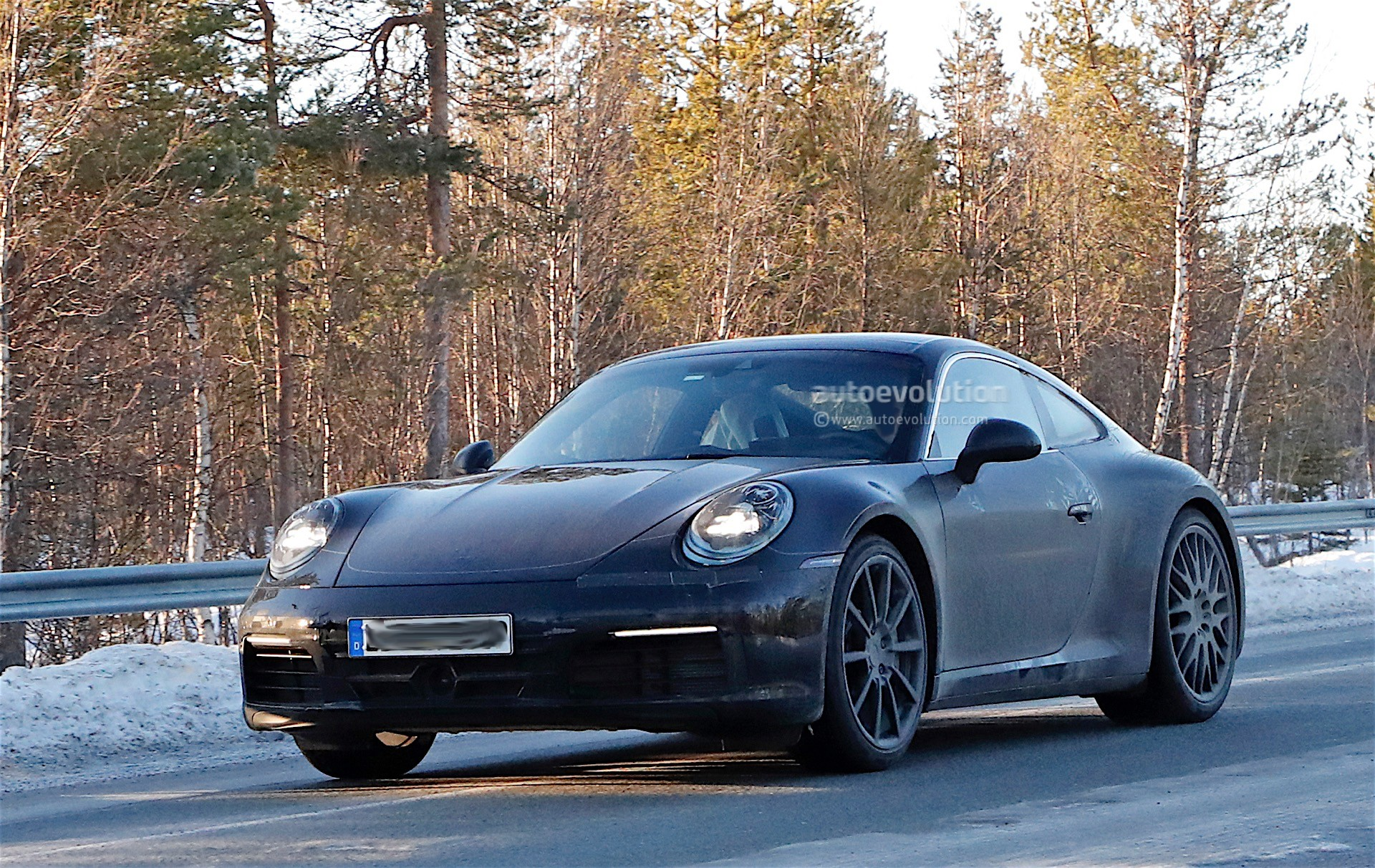 spy-photos-porsche-911-992-poses-with-the-spoiler-down-1-and-2-of-12_1