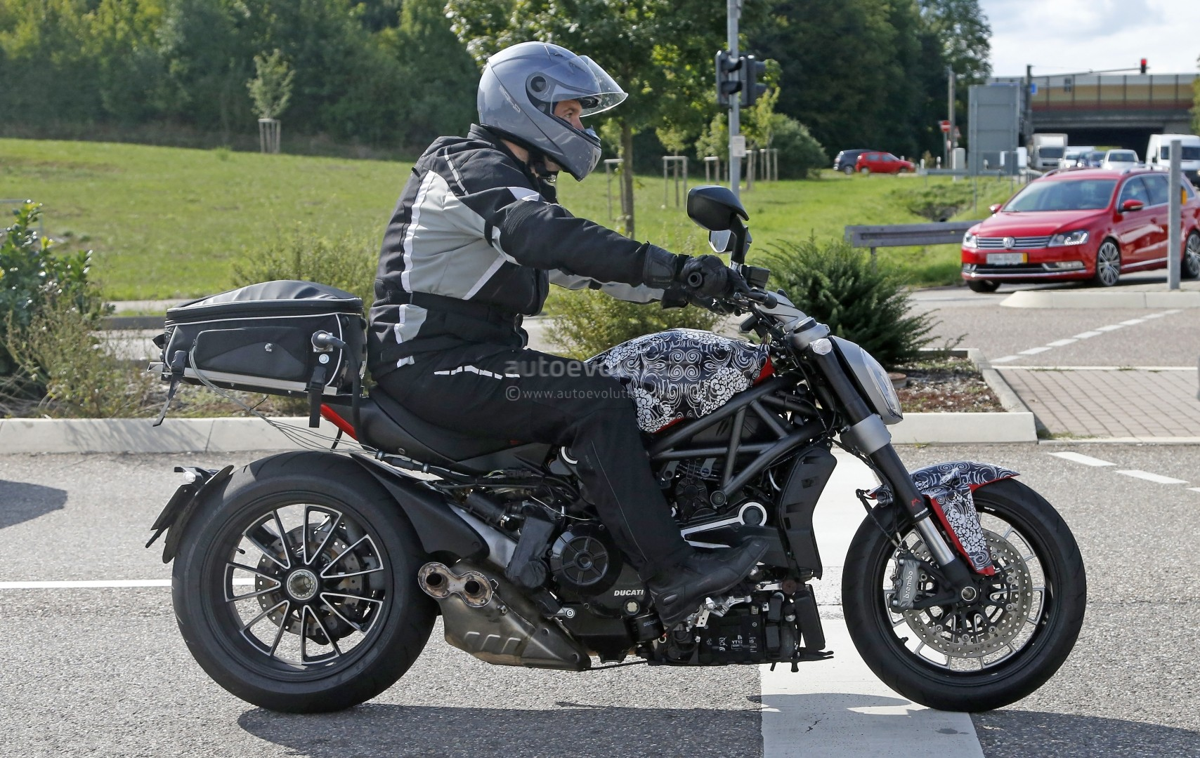 spyshots of the belt driven ducati diavel show a much different beast autoevolution. Black Bedroom Furniture Sets. Home Design Ideas