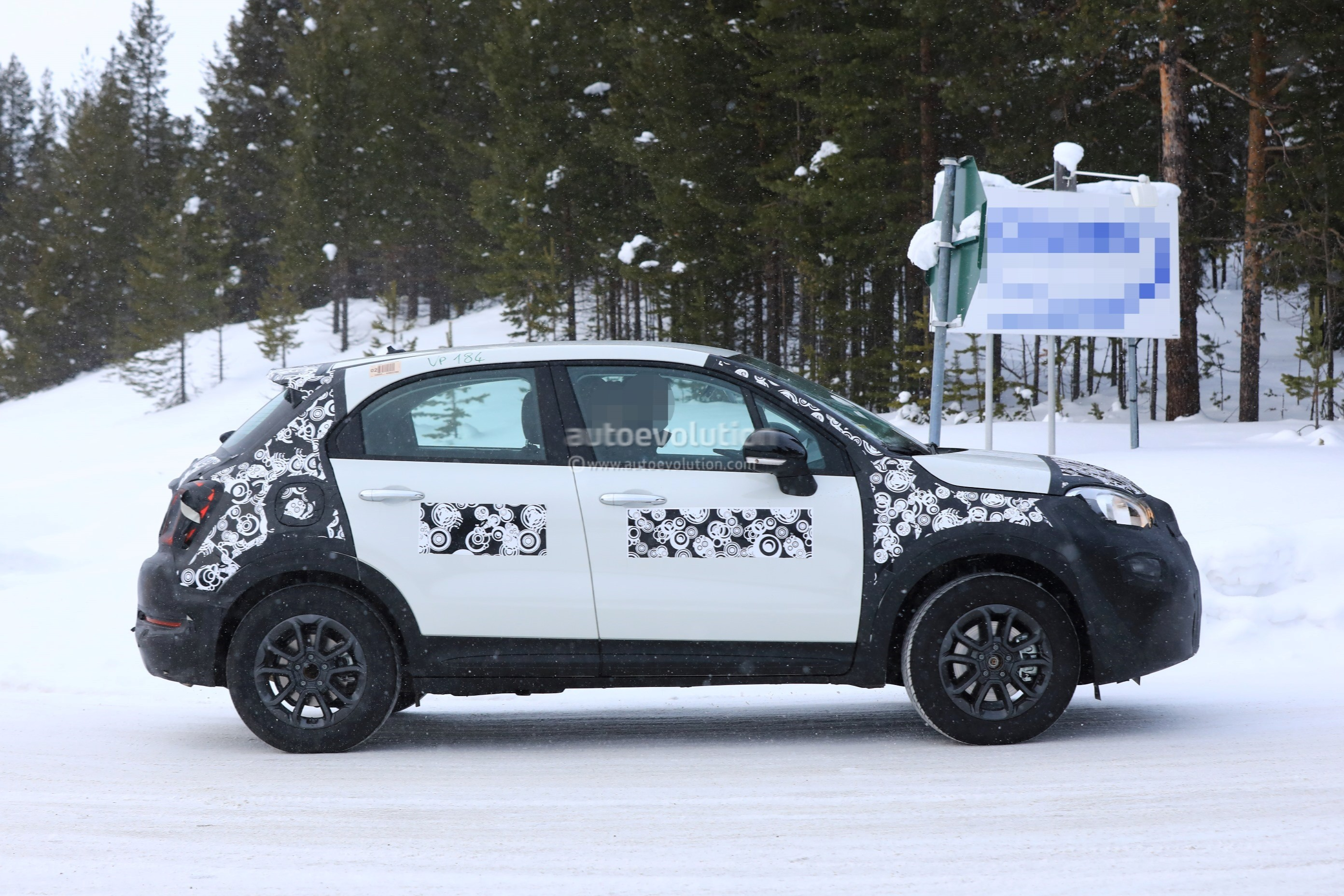 2019 Fiat 500x Facelift Spied Together With 2019 Jeep