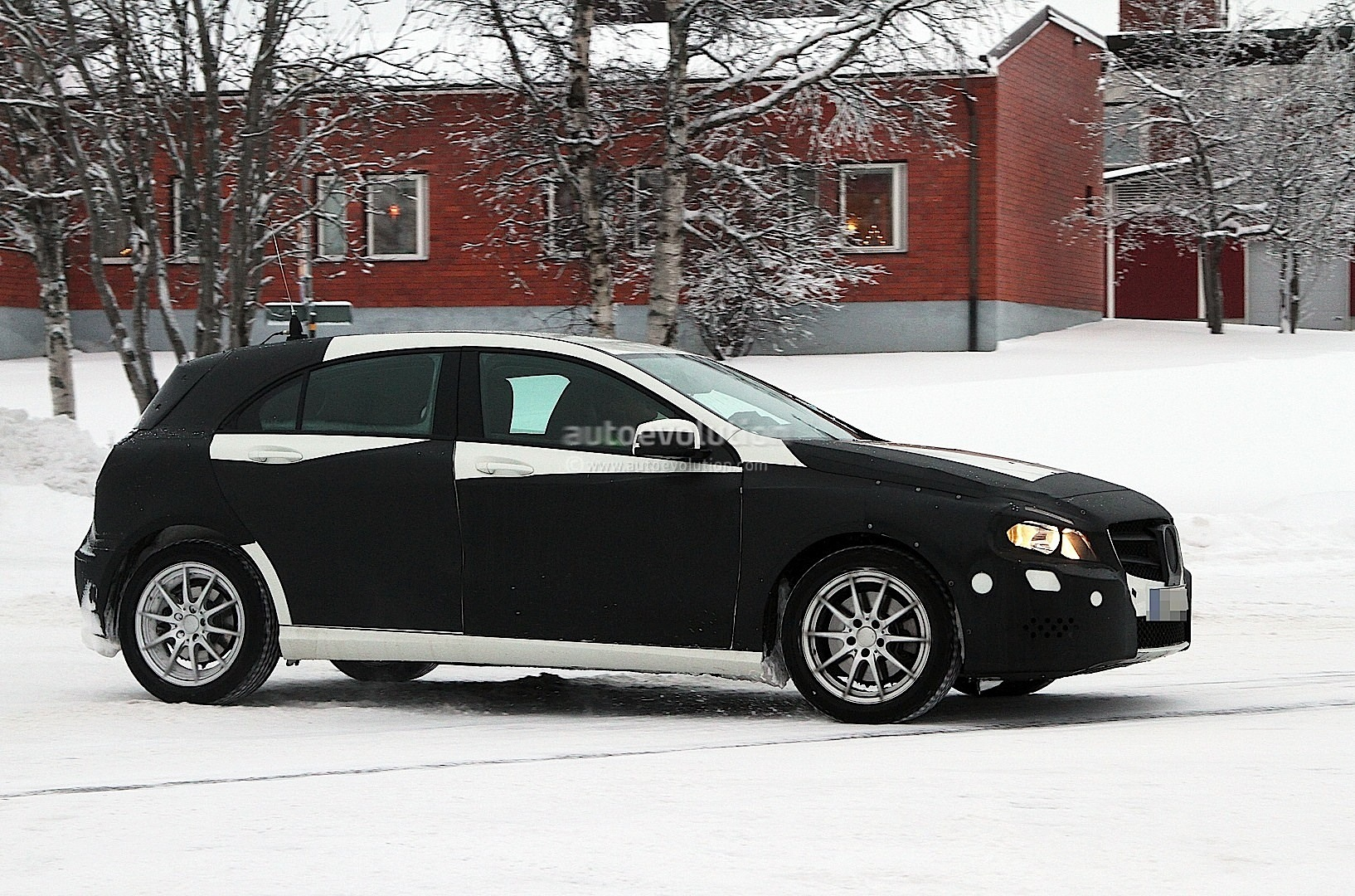 spyshots 2012 mercedes a class with less camo autoevolution. Black Bedroom Furniture Sets. Home Design Ideas