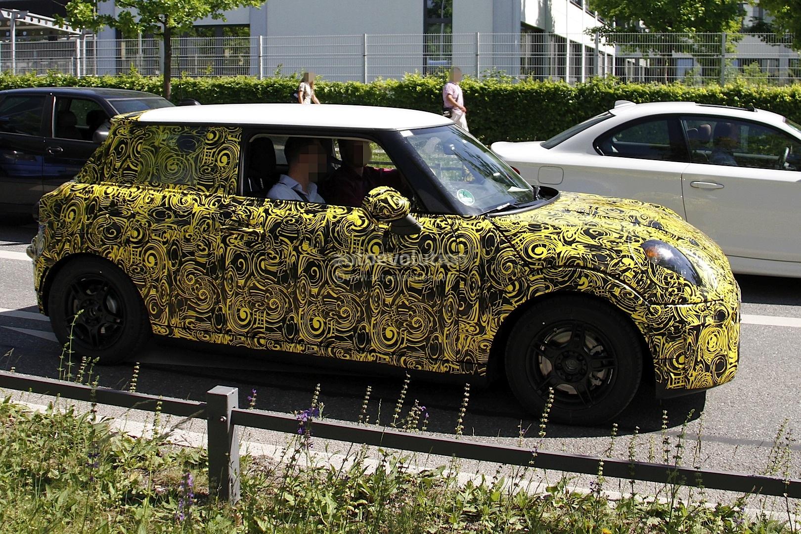 Spyshots: 2013 MINI Cooper Interior Revealed - autoevolution