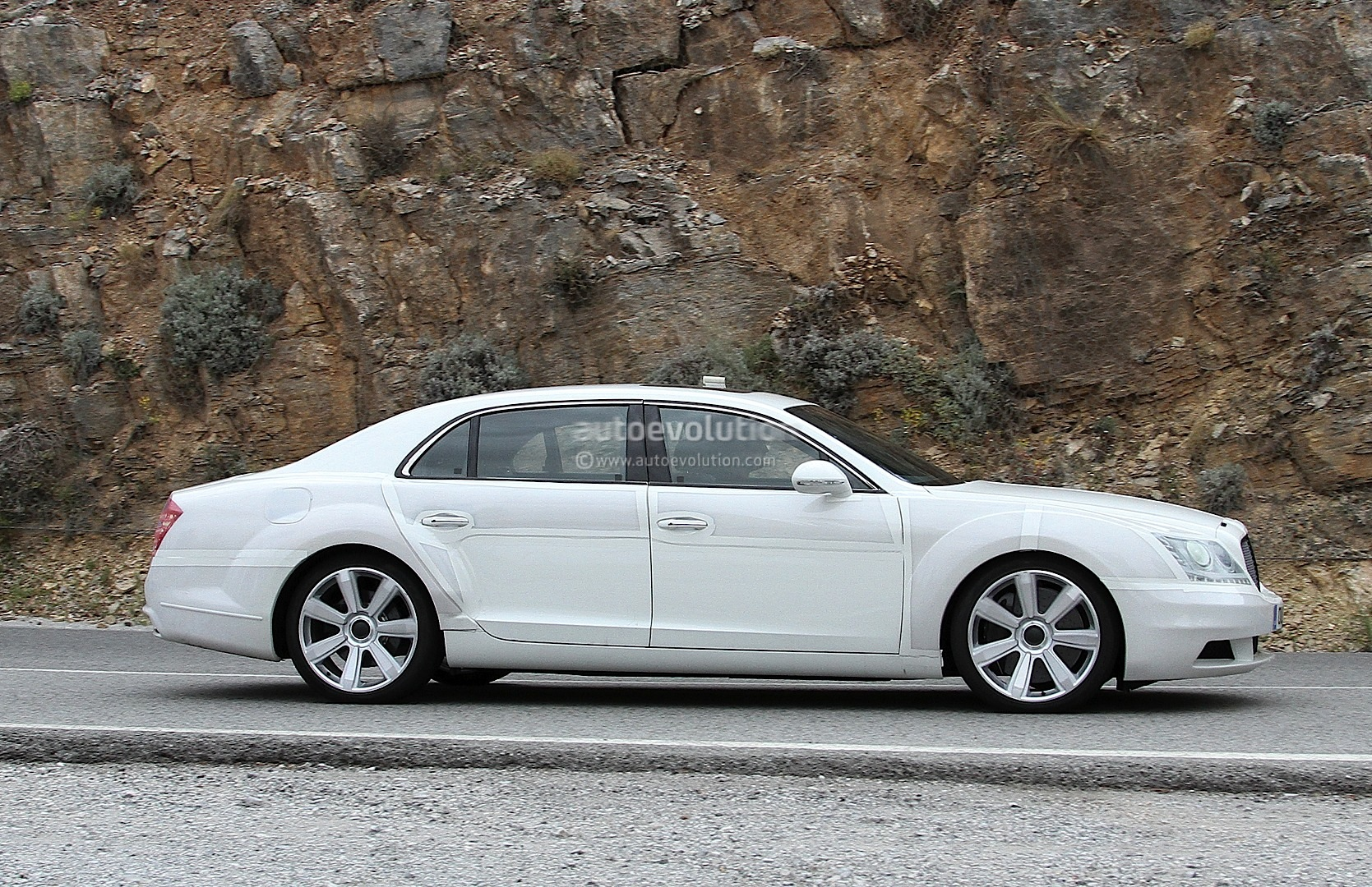 Spyshots: 2014 Bentley Continental Flying Spur Facelift Disguised as S