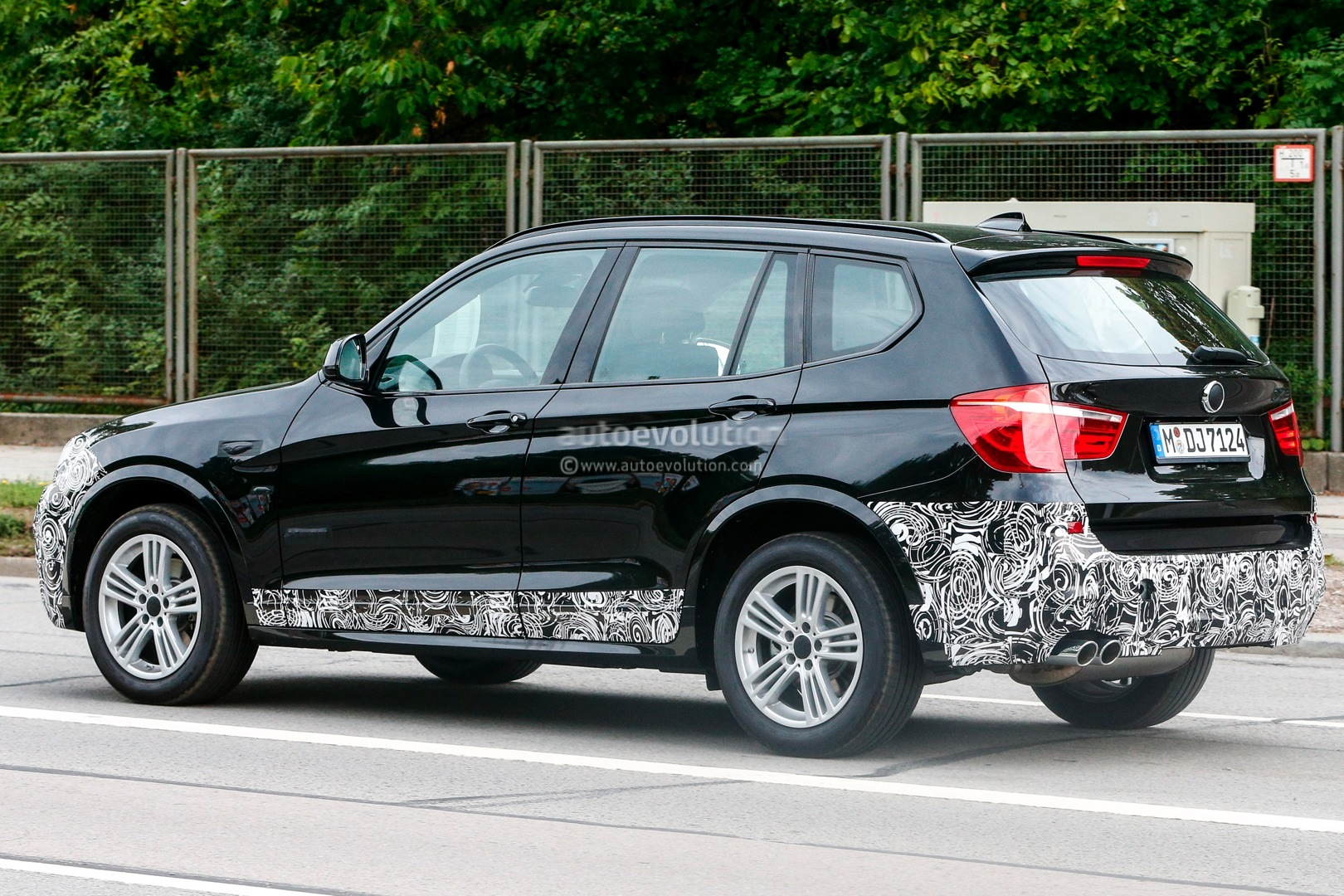 spyshots 2014 bmw f25 x3 lci m sport autoevolution. Black Bedroom Furniture Sets. Home Design Ideas