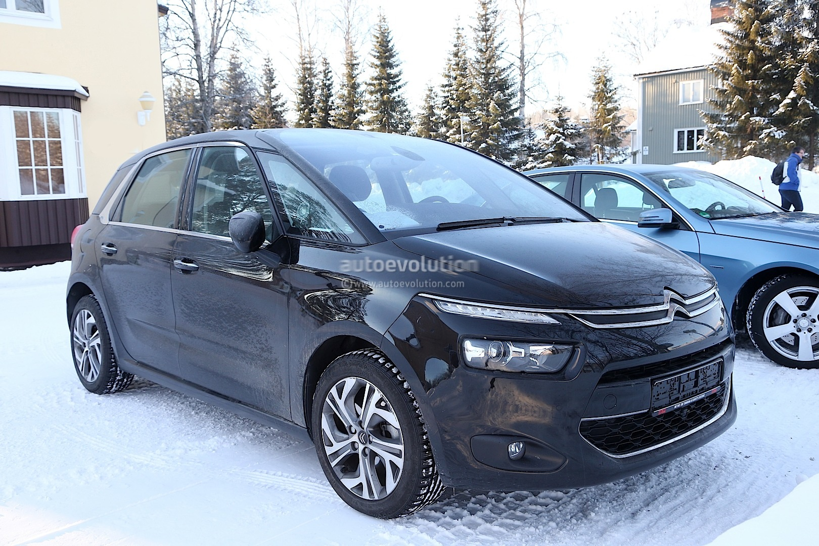 Spyshots 2014 citroen c4 picasso interior revealed autoevolution - C4 picasso interior ...