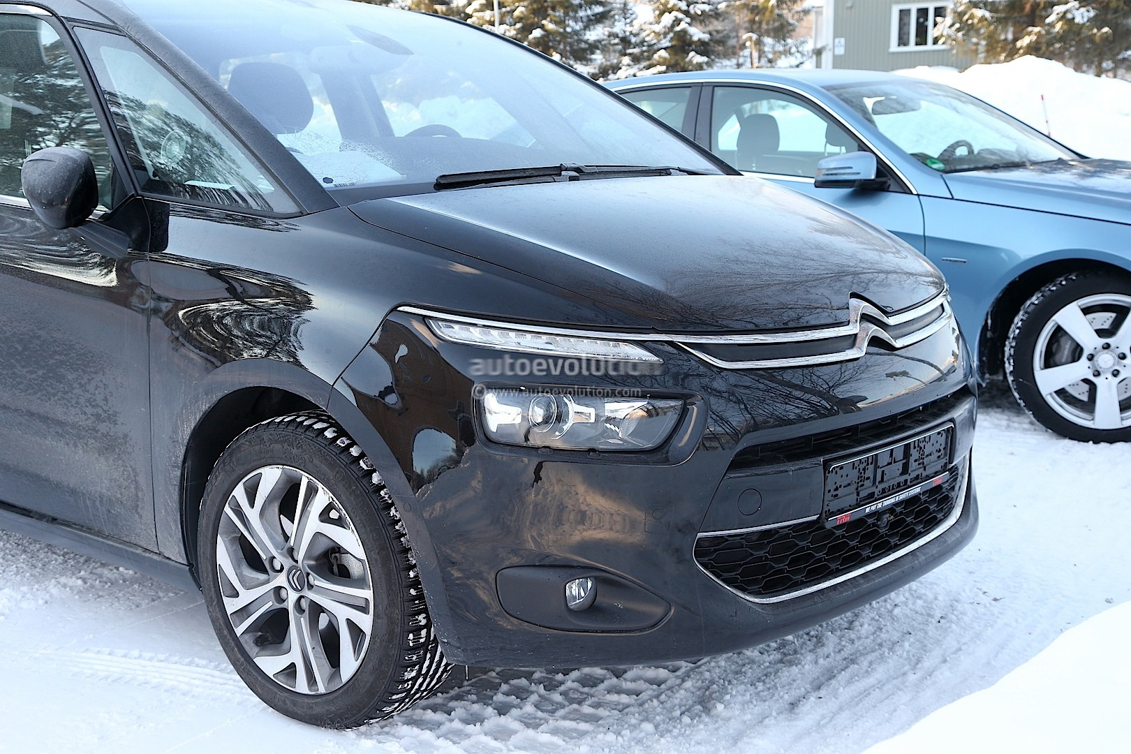 spyshots 2014 citroen c4 picasso interior revealed. Black Bedroom Furniture Sets. Home Design Ideas