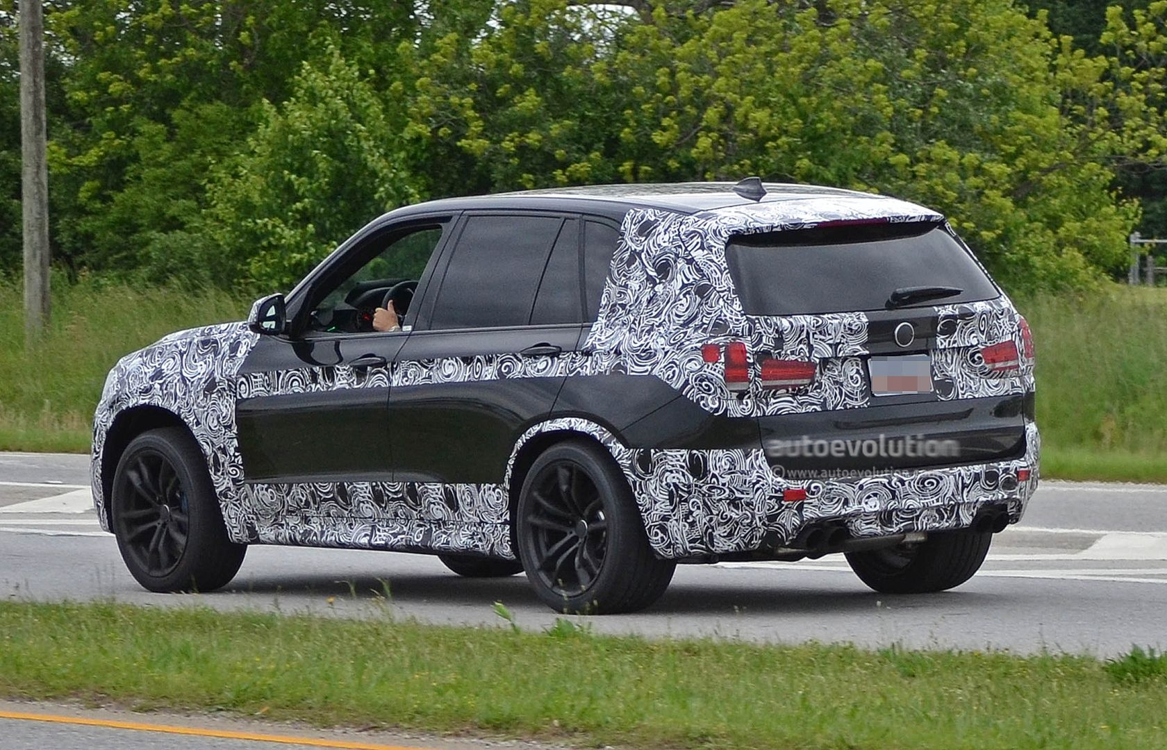 spyshots 2014 f15 bmw x5 m loses some camo autoevolution. Black Bedroom Furniture Sets. Home Design Ideas