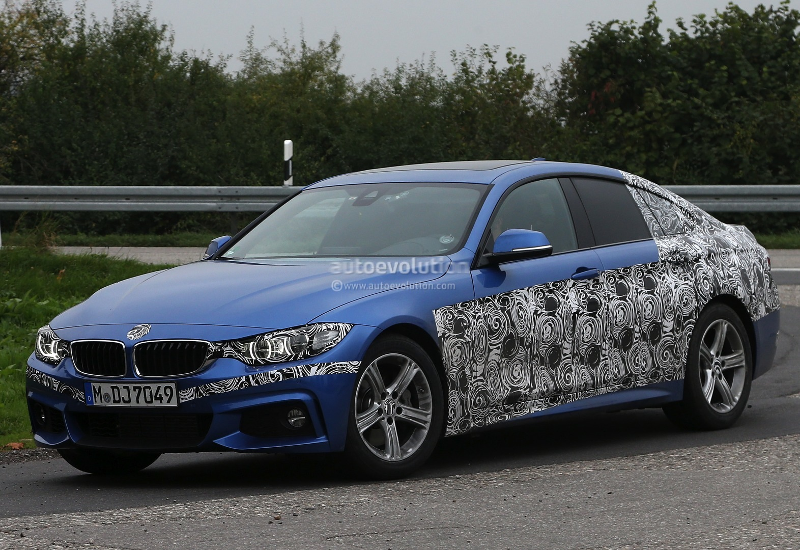 spyshots 2014 f36 bmw 4 series gran coupe sheds camo. Black Bedroom Furniture Sets. Home Design Ideas