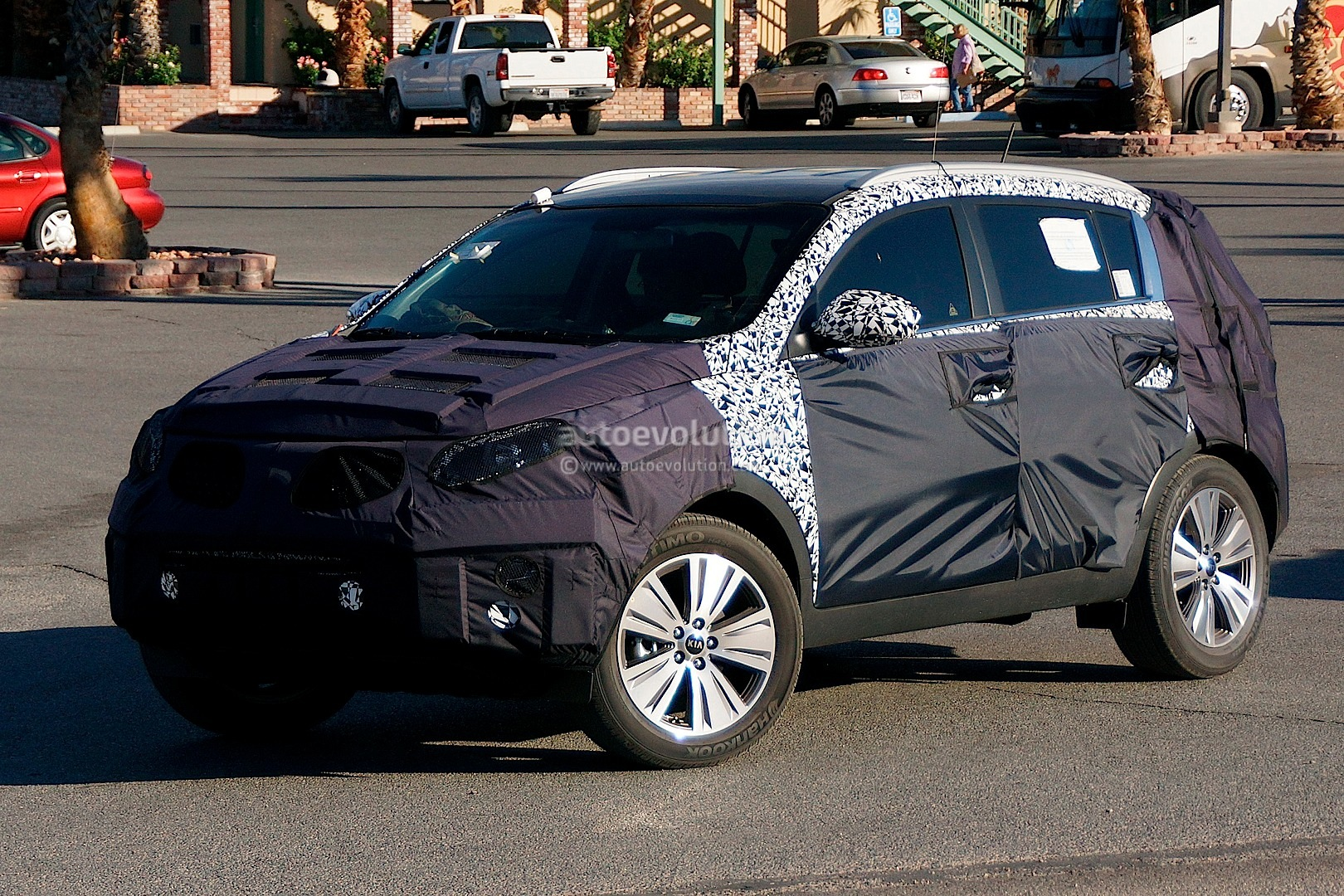 spyshots 2014 kia sportage facelift gets revised interior autoevolution. Black Bedroom Furniture Sets. Home Design Ideas