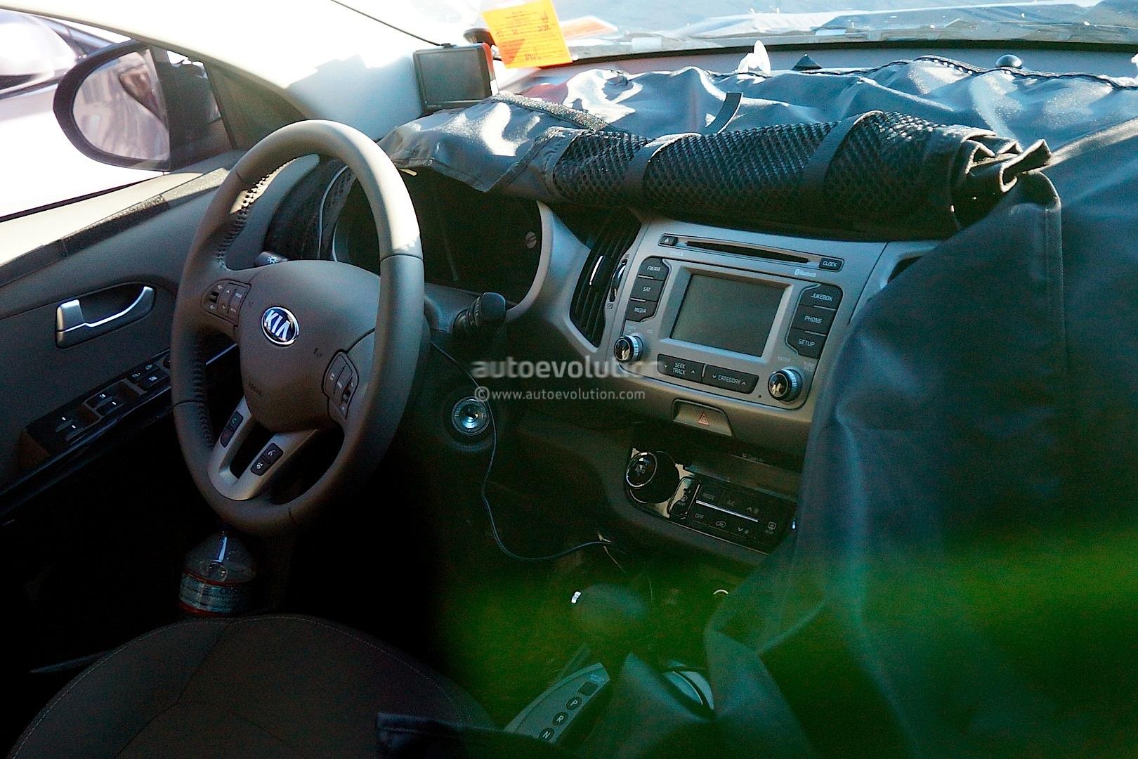 Spyshots 2014 Kia Sportage Facelift Gets Revised Interior