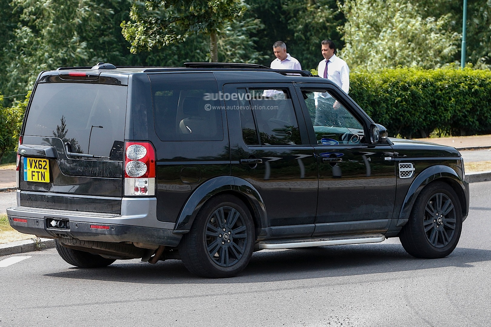 Spyshots 2014 Land Rover Discovery Facelift Autoevolution
