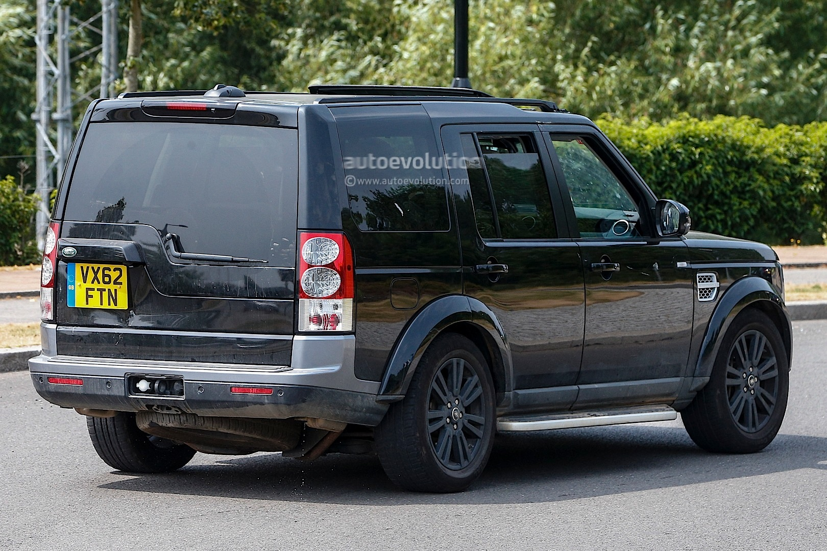 spyshots 2014 land rover discovery facelift autoevolution. Black Bedroom Furniture Sets. Home Design Ideas