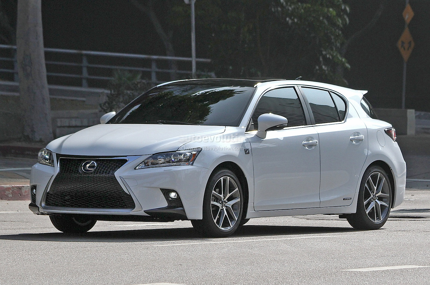 spyshots 2014 lexus ct 200h f sport captured again autoevolution. Black Bedroom Furniture Sets. Home Design Ideas