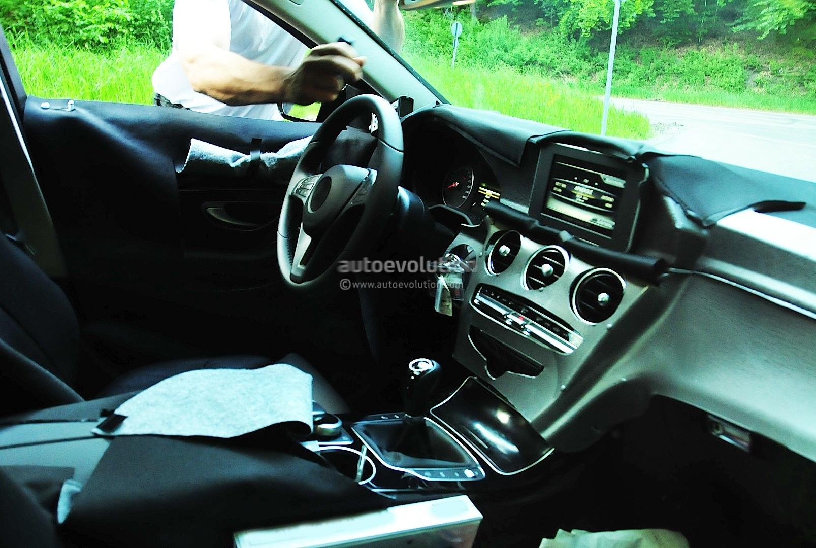 Spyshots: 2014 Mercedes Benz C-Class Interior
