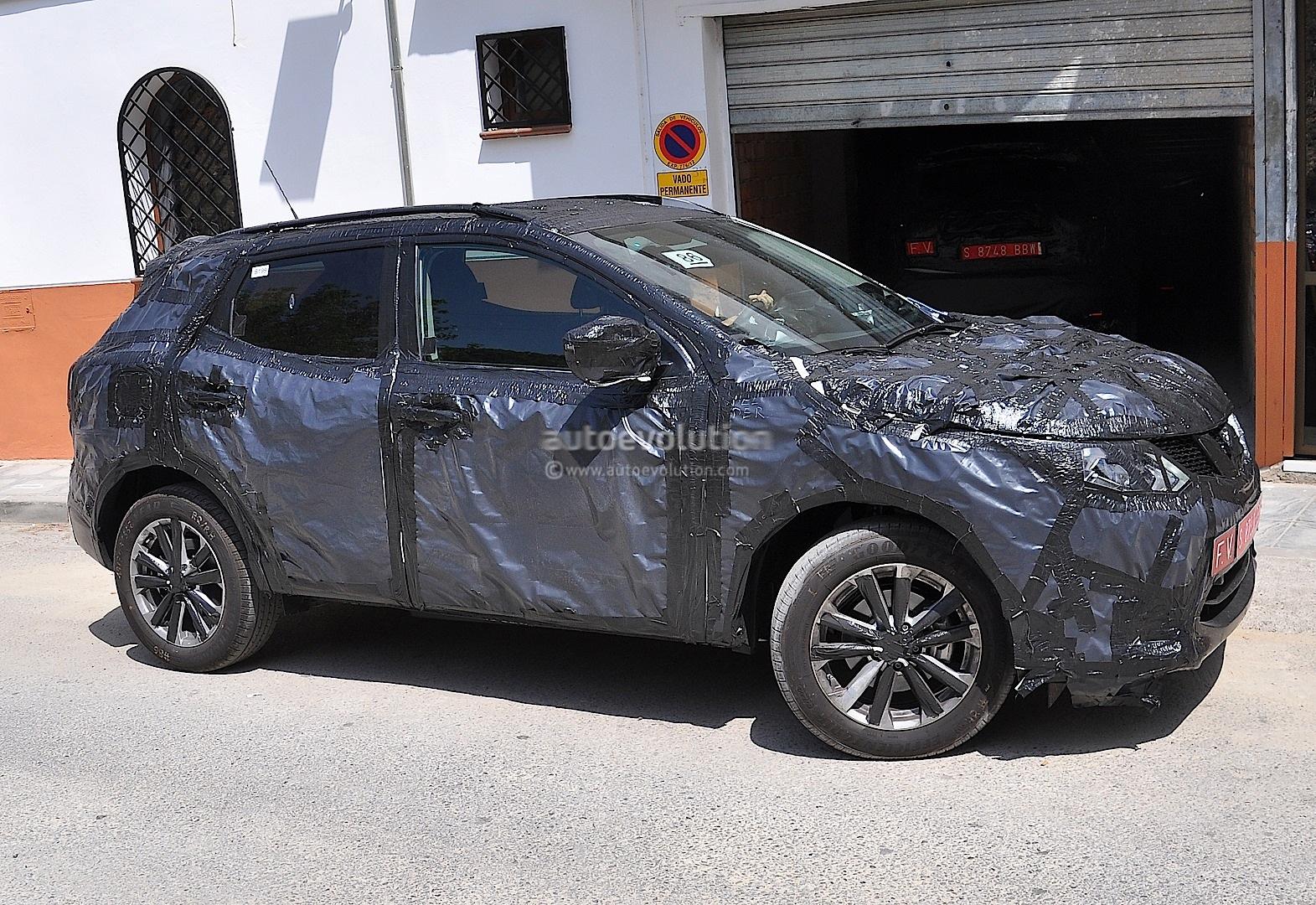 Spyshots 2014 Nissan Qashqai Interior Partially Shown