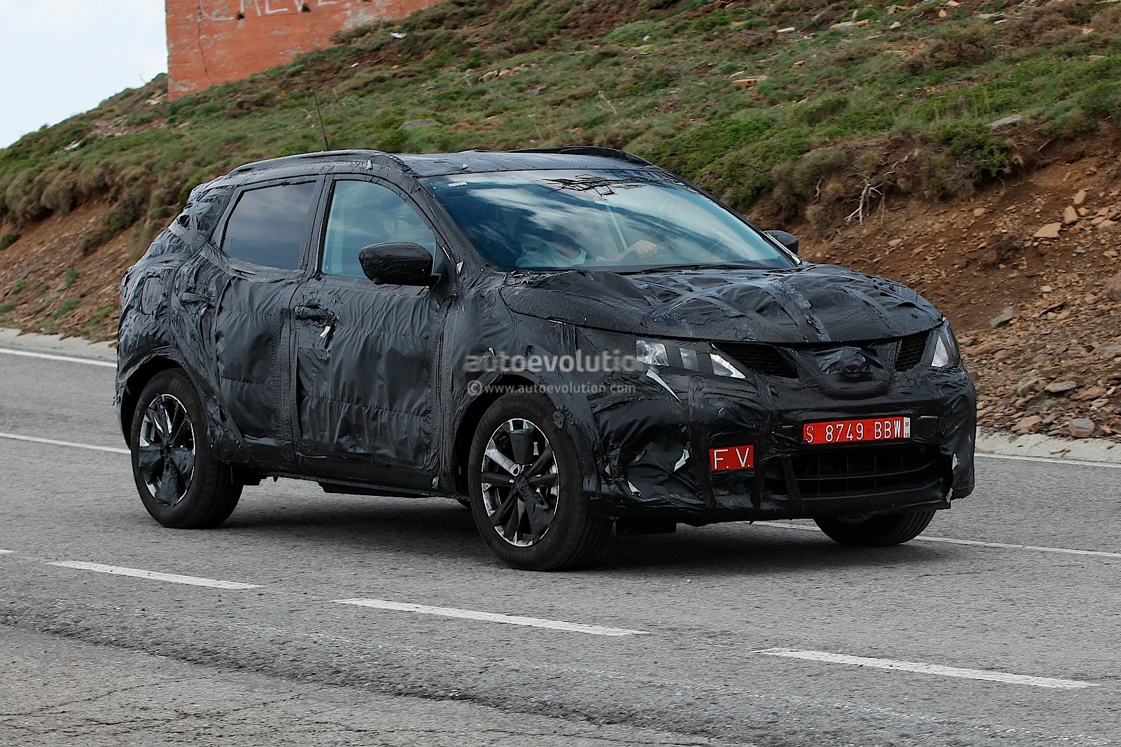 spyshots 2014 nissan qashqai interior partially shown. Black Bedroom Furniture Sets. Home Design Ideas