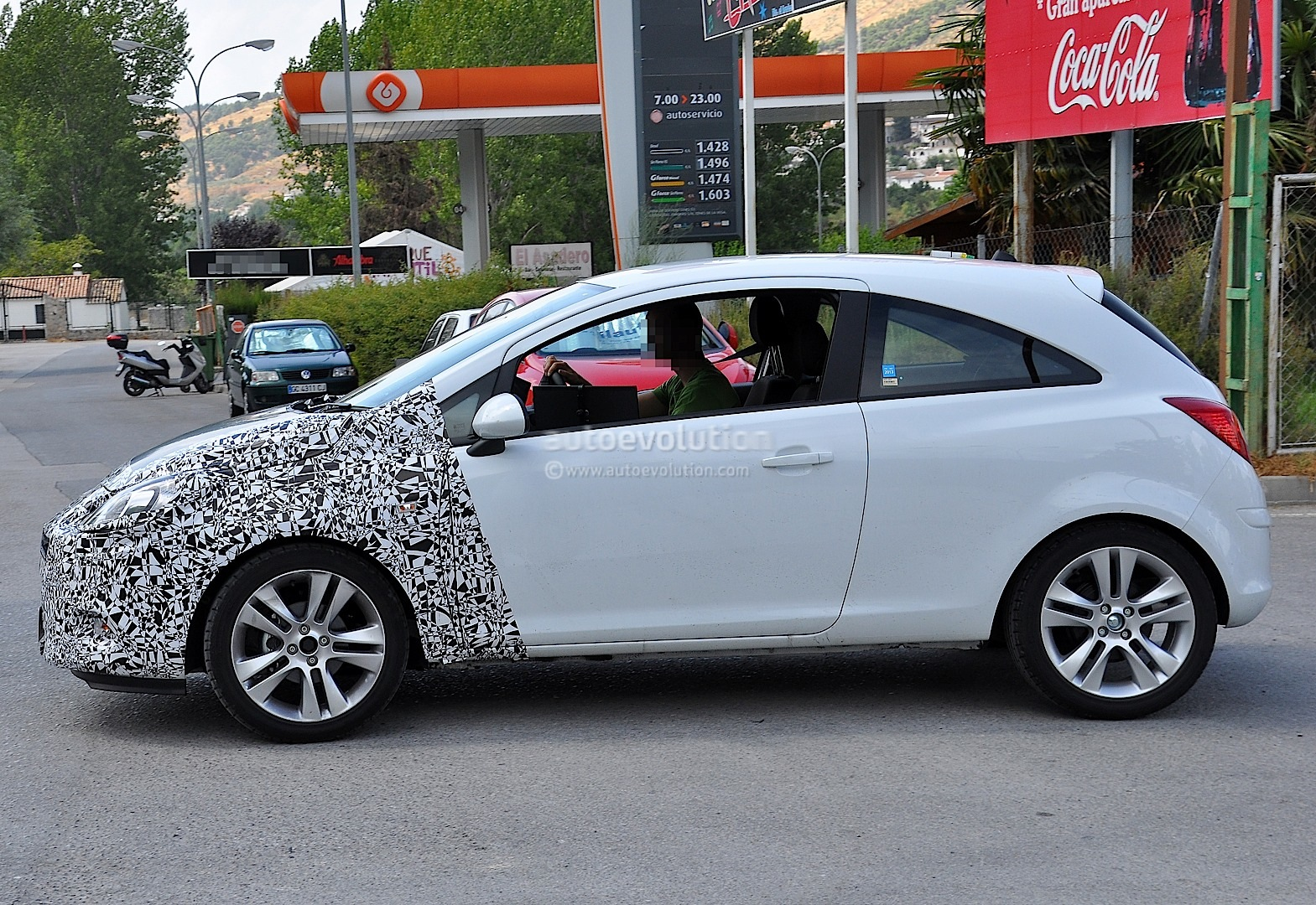 spyshots 2014 opel corsa 3 door with major facelift autoevolution. Black Bedroom Furniture Sets. Home Design Ideas