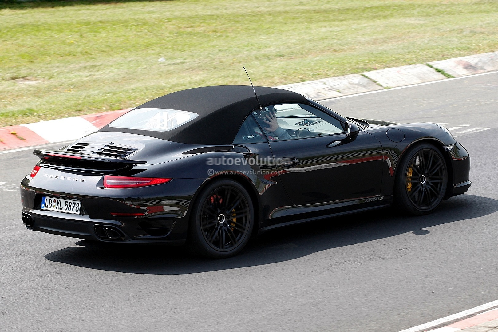 Spyshots 2014 Porsche 911 Turbo Cabriolet Laps The