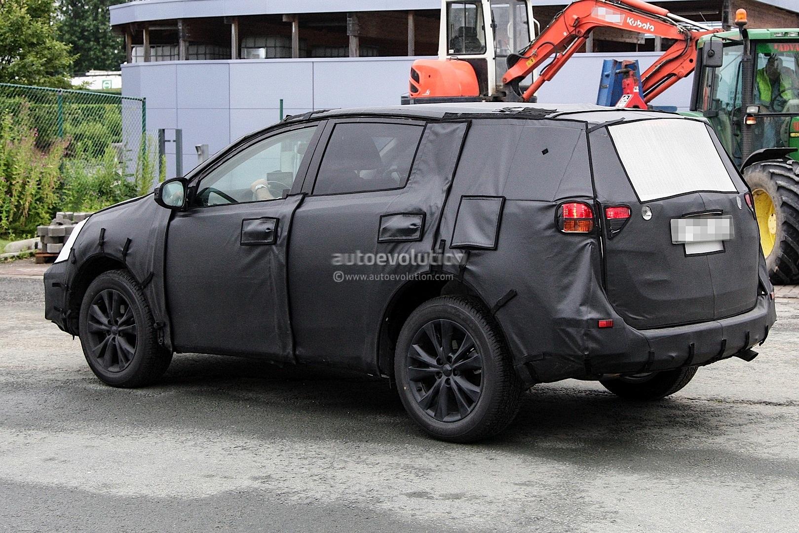 Spyshots: 2014 Toyota RAV4 - autoevolution