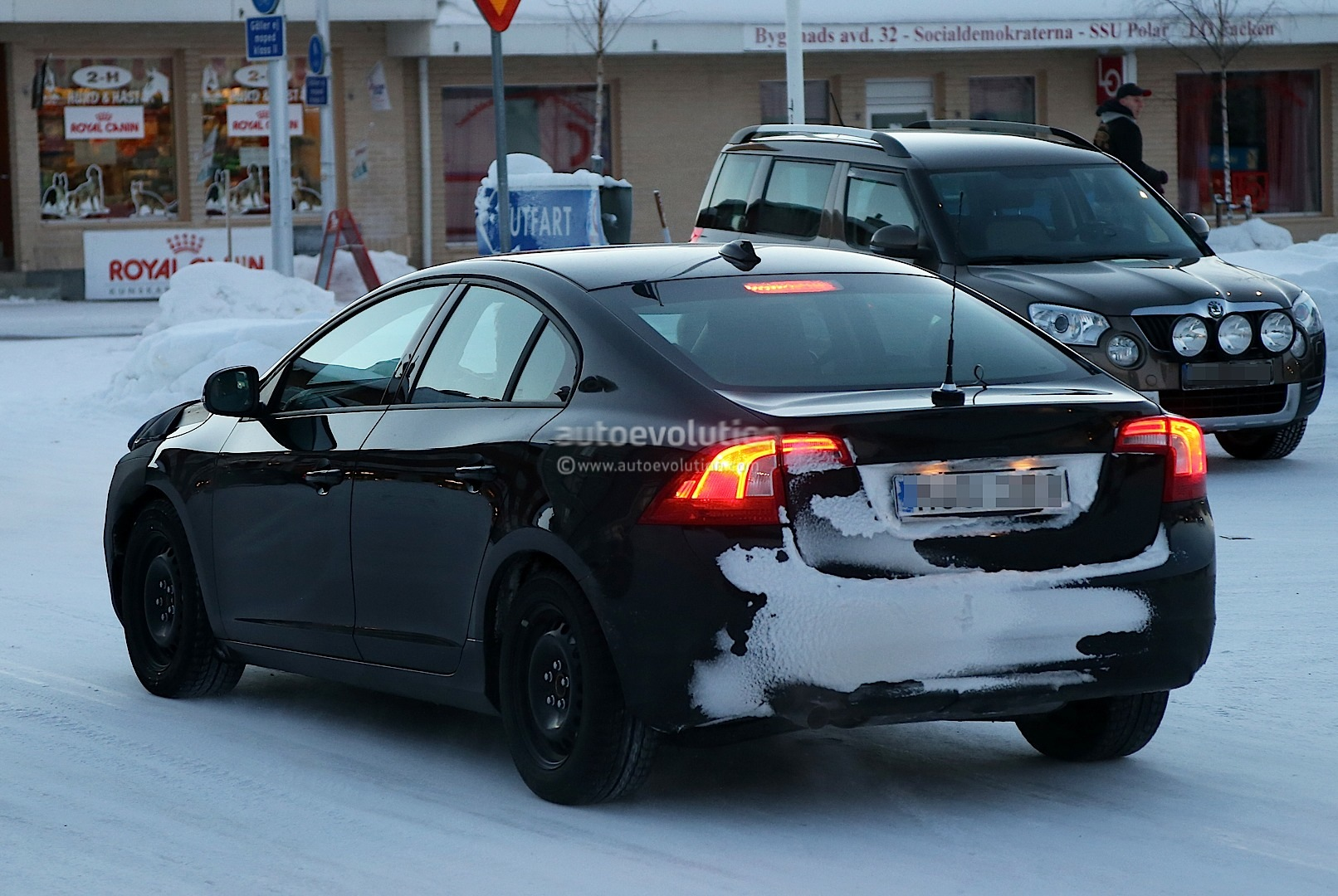 Spyshots: 2014 Volvo S60 Facelift Gets Interior Update - autoevolution