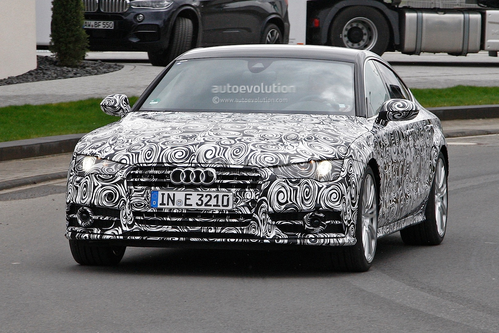 2014 - [Audi] A7 & S7 Sportback Restylée - Page 3 Spyshots-2015-audi-s7-facelift-has-a-new-grille-and-headlights_1