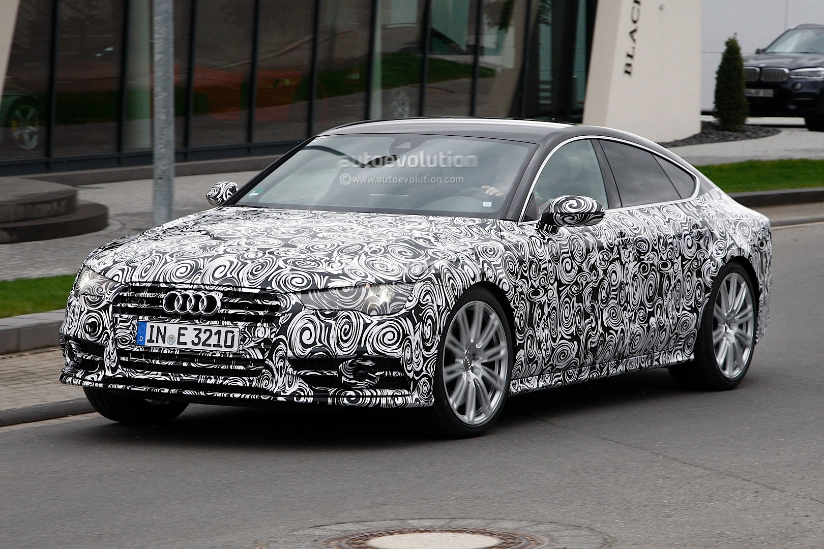 2014 - [Audi] A7 & S7 Sportback Restylée - Page 3 Spyshots-2015-audi-s7-facelift-has-a-new-grille-and-headlights_2