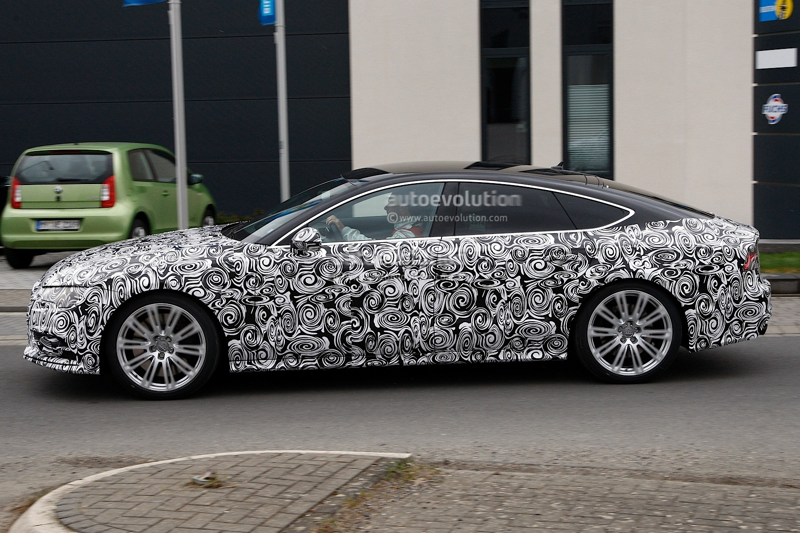 2014 - [Audi] A7 & S7 Sportback Restylée - Page 3 Spyshots-2015-audi-s7-facelift-has-a-new-grille-and-headlights_3