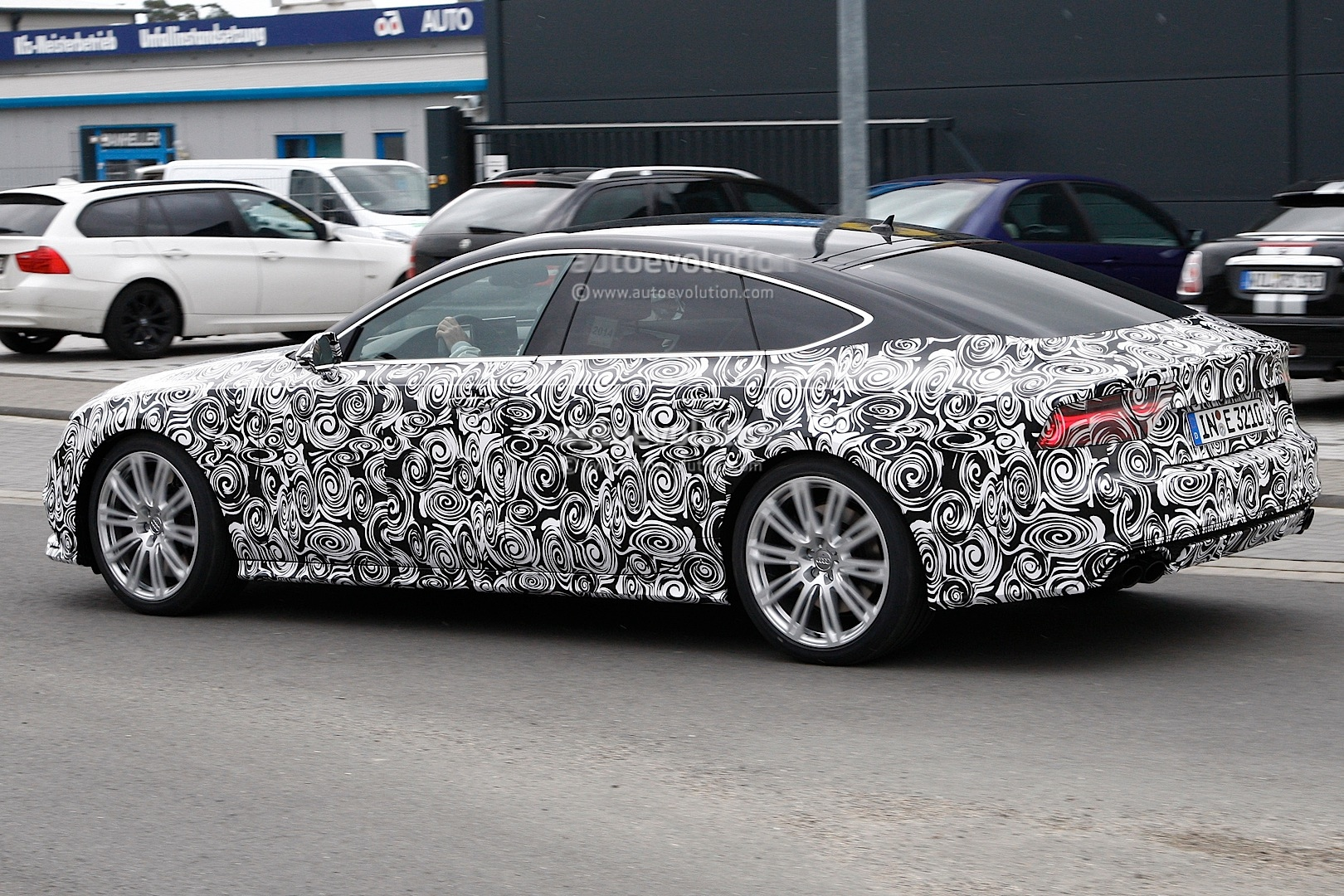2014 - [Audi] A7 & S7 Sportback Restylée - Page 3 Spyshots-2015-audi-s7-facelift-has-a-new-grille-and-headlights_4