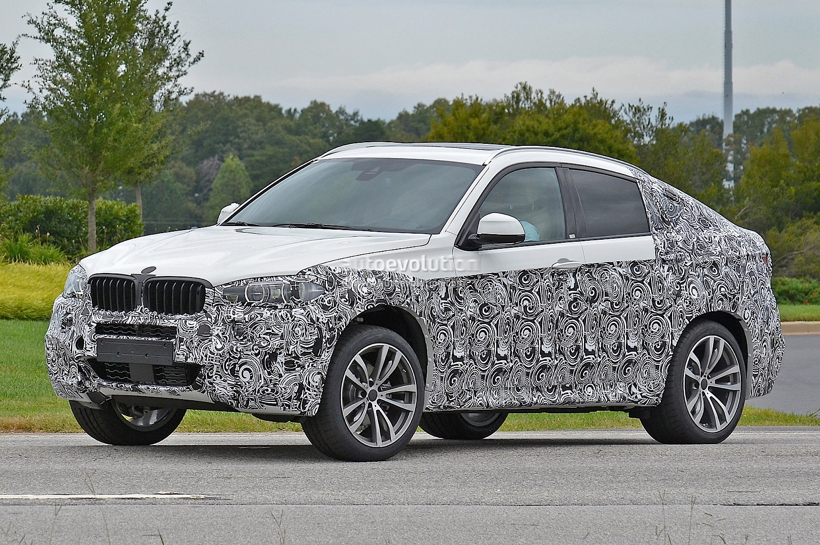 spyshots 2015 bmw f16 x6 caught testing for the first time autoevolution. Black Bedroom Furniture Sets. Home Design Ideas