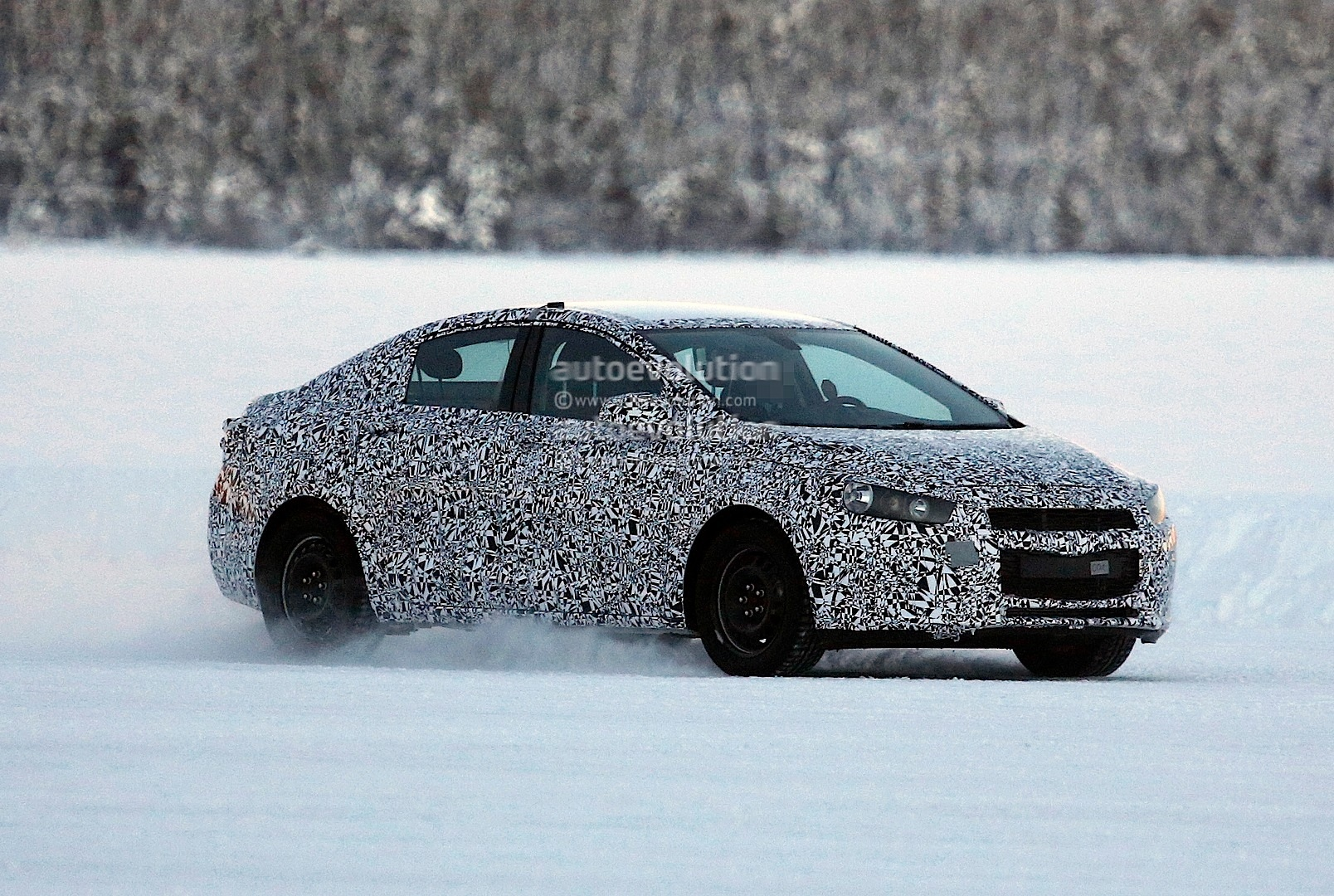 Spyshots: 2015 Chevrolet Cruze Sedan - autoevolution