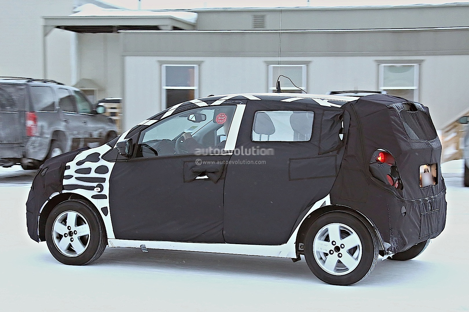 2015 - [Vauxhall/Opel] Viva / Karl Spyshots-2015-chevrolet-spark-caught-winter-testing_6