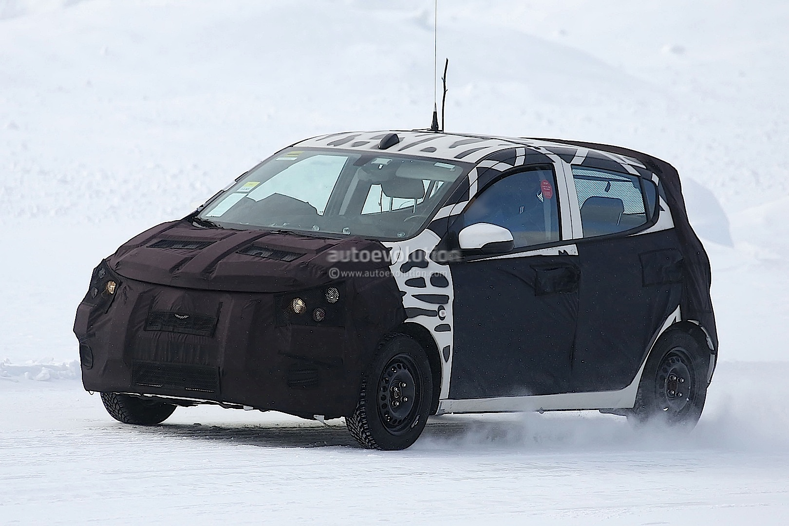 2015 - [Vauxhall/Opel] Viva / Karl Spyshots-2015-chevrolet-spark-caught-winter-testing_8