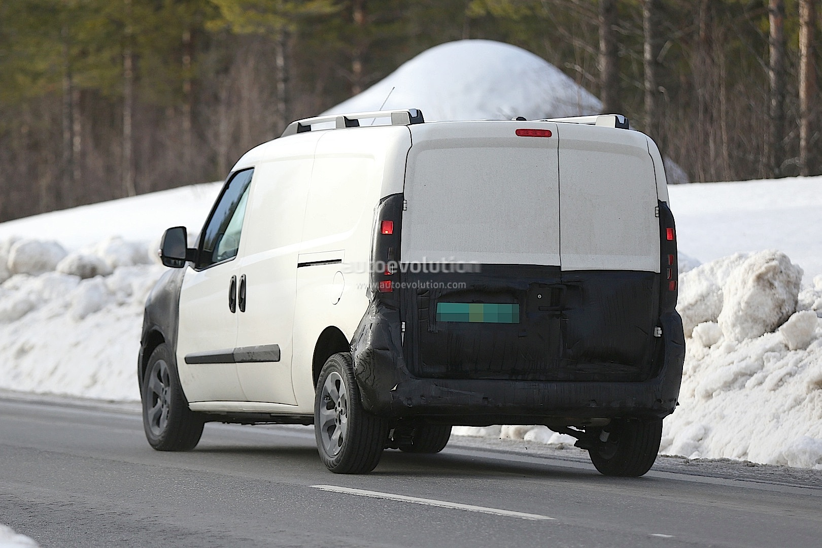 Spyshots: 2015 Fiat Doblo / Ram ProMaster City - autoevolution