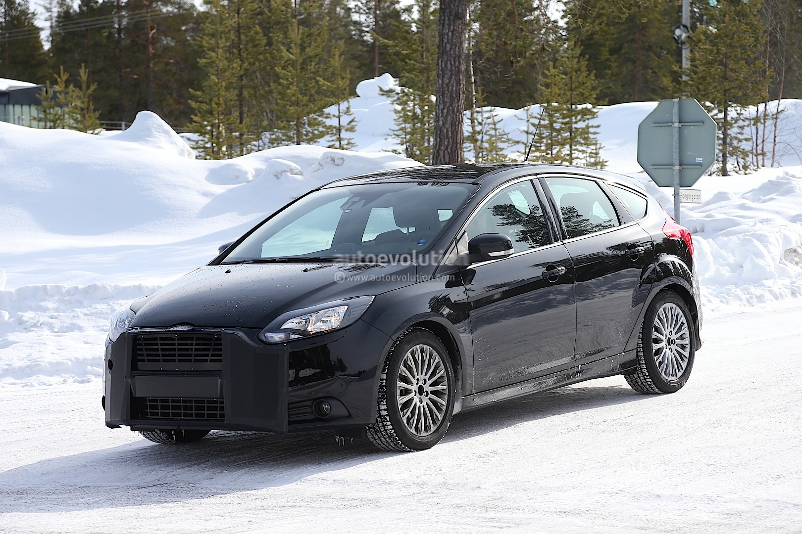 spyshots 2015 ford focus rs autoevolution. Black Bedroom Furniture Sets. Home Design Ideas