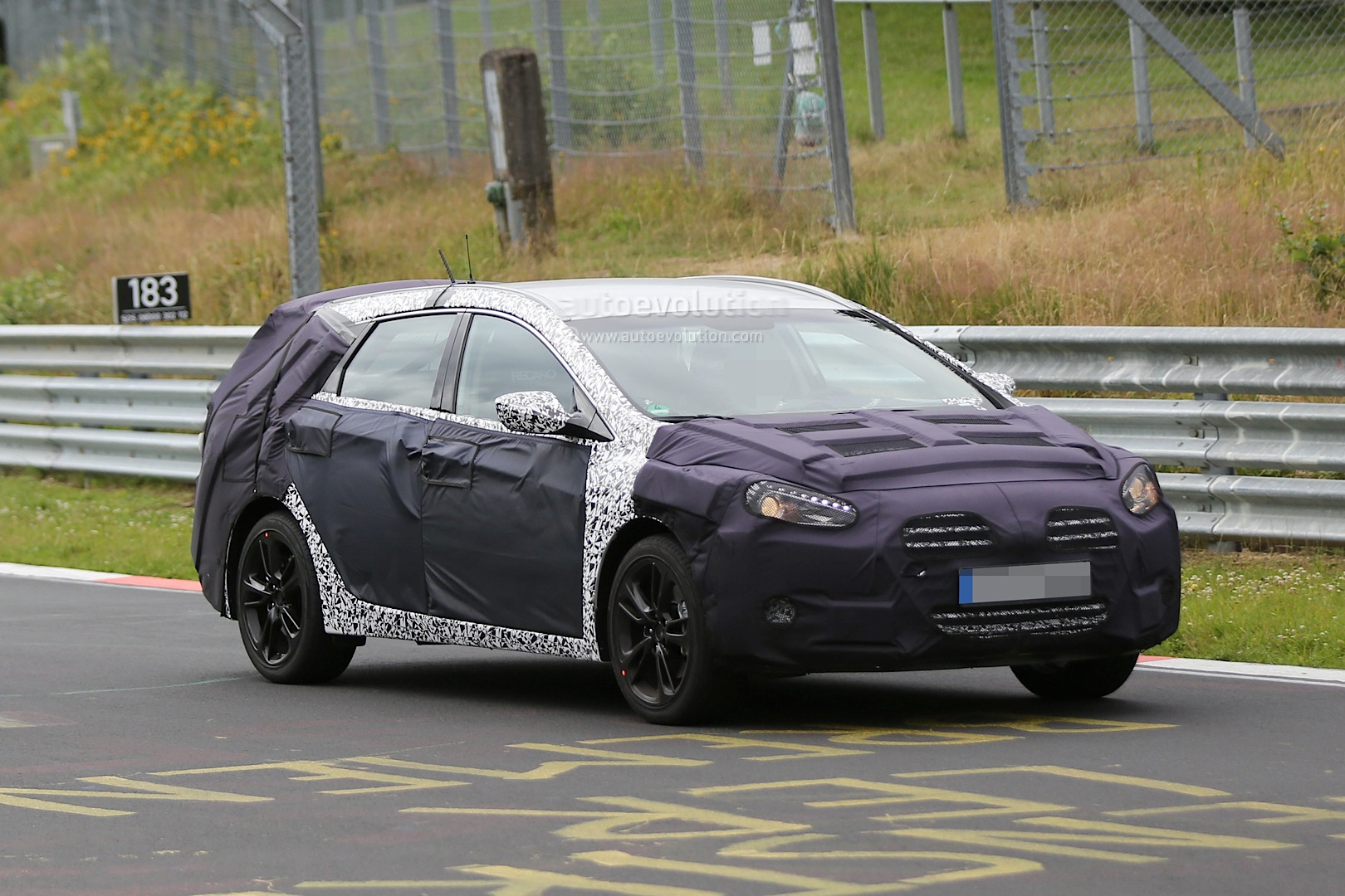 spyshots 2015 hyundai i40 facelift begins nurburgring testing autoevolution. Black Bedroom Furniture Sets. Home Design Ideas