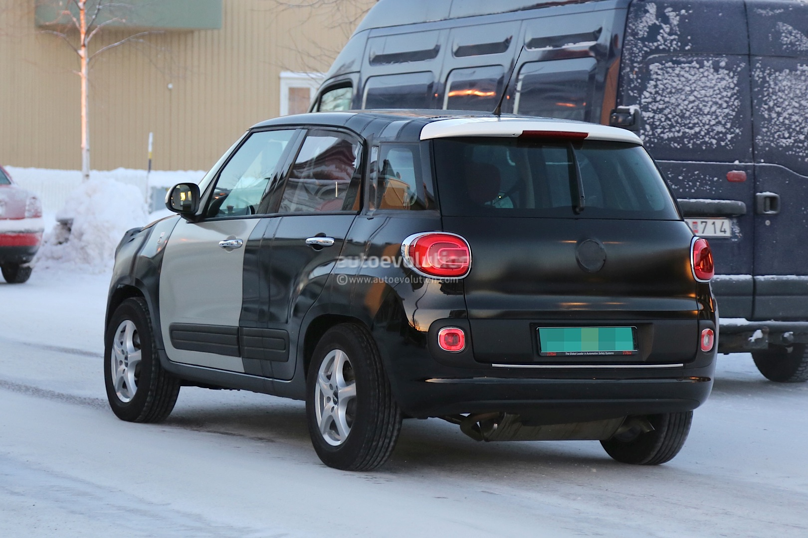 2014 - [Jeep] Renegade - Page 2 Spyshots-2015-jeep-b-suv-endures-the-cold-in-scandinavia_13
