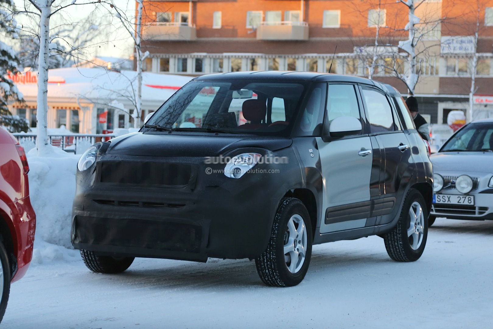 2014 - [Jeep] Renegade - Page 2 Spyshots-2015-jeep-b-suv-endures-the-cold-in-scandinavia_8