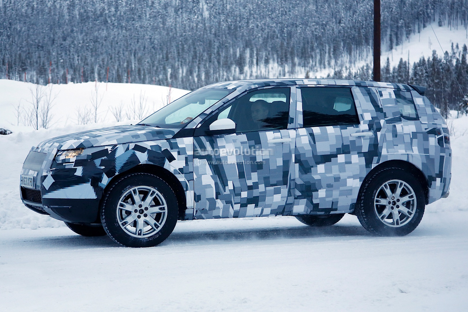 spyshots 2015 land rover freelander spied up close in scandinavia autoevolution. Black Bedroom Furniture Sets. Home Design Ideas