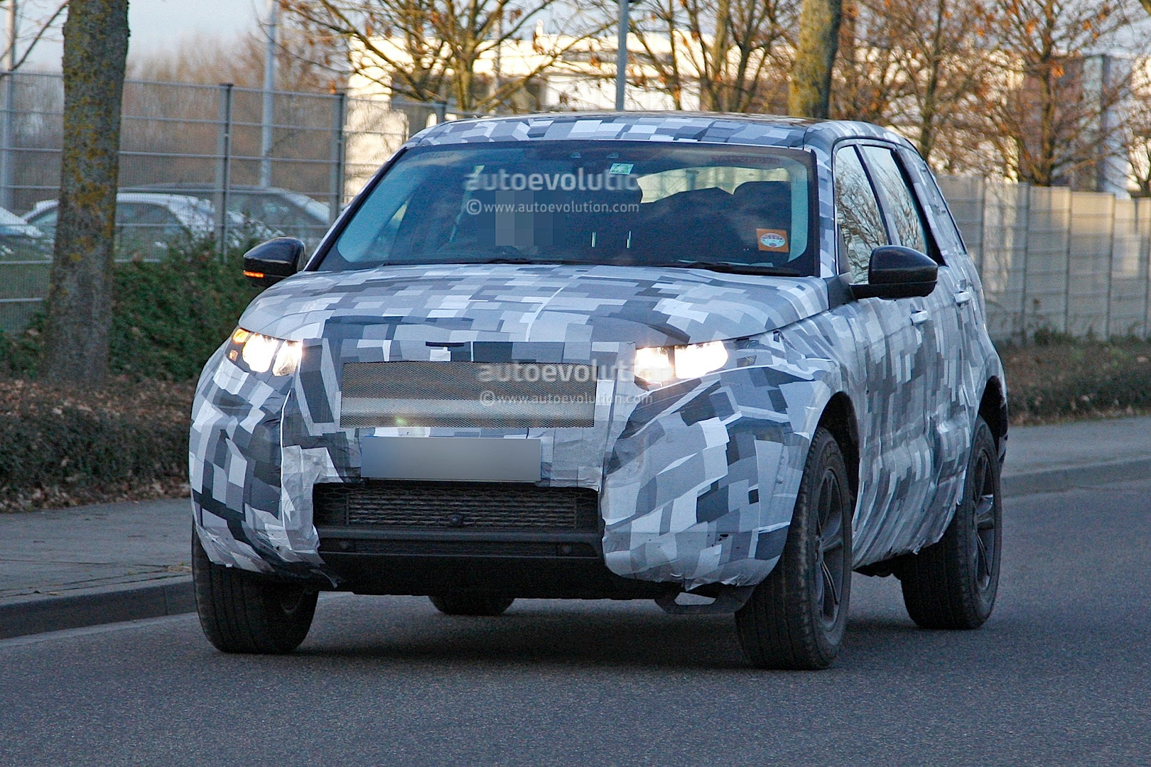 2014 - [Land Rover] Discovery Sport [L550] - Page 2 Spyshots-2015-land-rover-lr2-is-now-a-baby-lr4_1