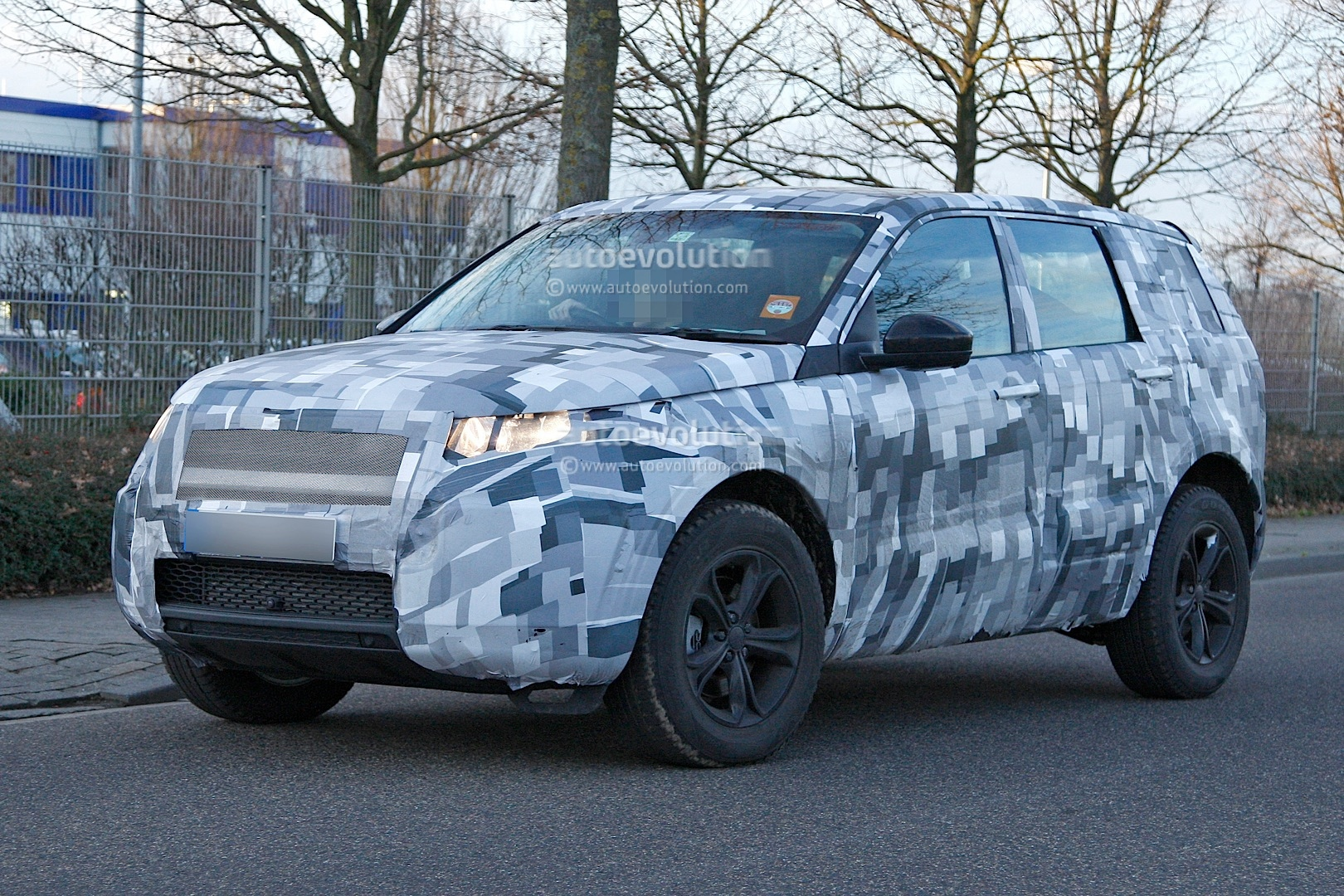 2014 - [Land Rover] Discovery Sport [L550] - Page 2 Spyshots-2015-land-rover-lr2-is-now-a-baby-lr4_3