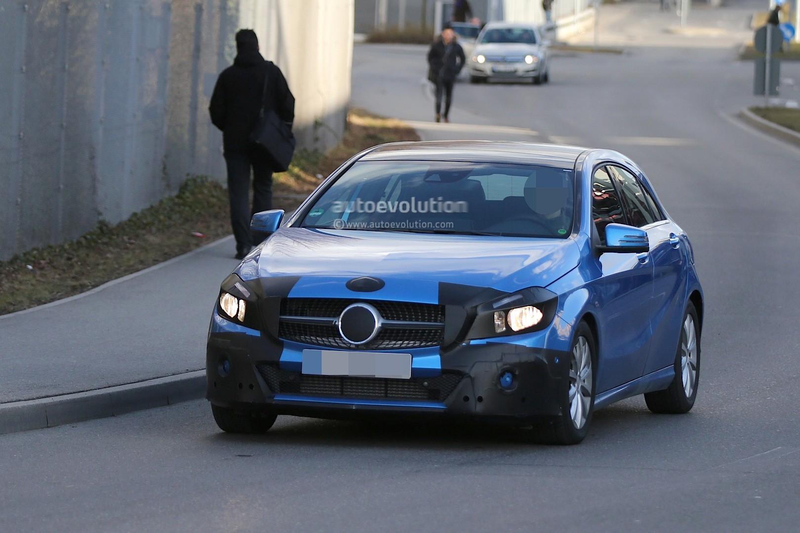 2016 - [Mercedes] Classe A restylée - Page 5 Spyshots-2015-mercedes-a-class-facelift-getting-headlight-tweaks_1
